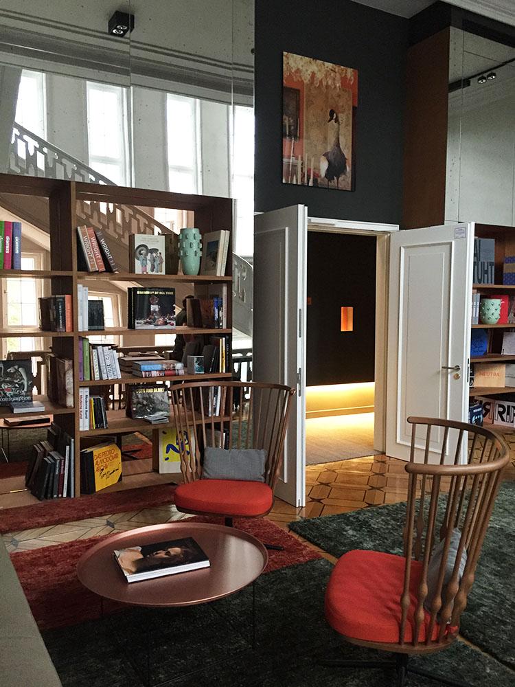 das Stue library