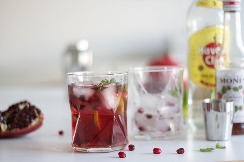 Granatapfel Cocktail mit Flaschen
