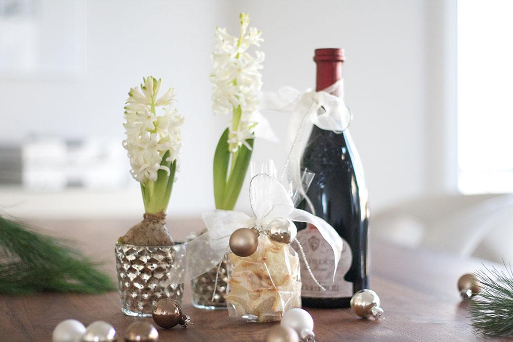 Mitbringsel_Hyazinthen mit Wein - DIY Geschenkidee