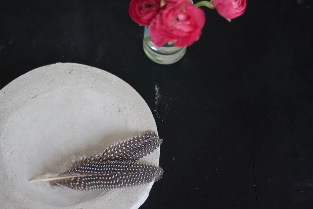 Fertige Betonschale mit Deko - DIY