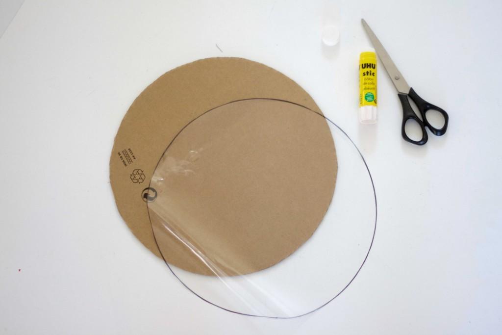 Beton DIY- Form zuschneiden und mit Folie bekleben