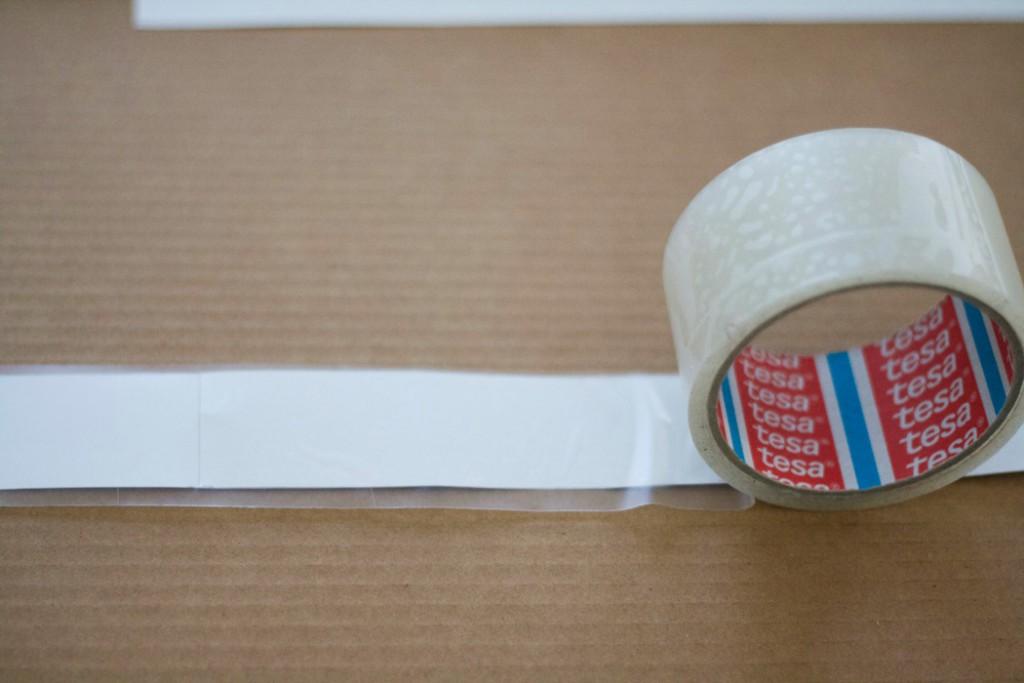 Beton DIY - Seiten abkleben mit Folie damit sie sich nach dem ausgießen der Form gut wieder ablösen lassen