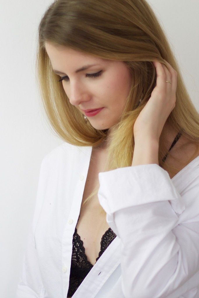 Bralette nähen aus schwarzer Spitze mit DIY Anleitung und Material kit - Linda loves...