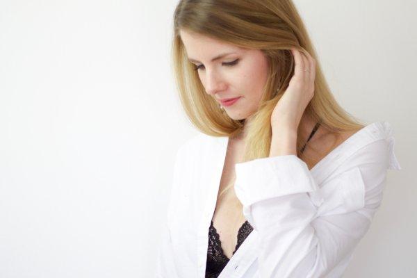 Linda mit schwarzem Bralette - DIY Set Spitze - DIY Fashion Blog lindaloves.de - Accessoires selber machen