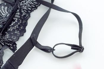 DIY schwarzes Spitzen Bralette selber machen Anleitung - Bralette - Traeger einfaedeln