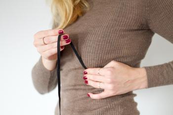 DIY schwarzes Spitzen Bralette selber machen Anleitung - Traeger abmessen