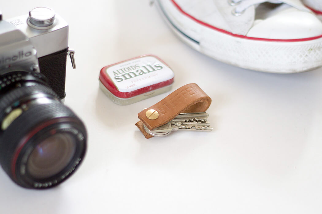 DIY Geschenkidee für Männer - Leder Schlüsselanhänger minimalistisch und das perfekte Männergeschenk - DIY Blog Berlin