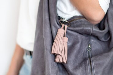 DIY Leder Tassel an Handtasche Schlüsselanhänger - Anleitung zum selber machen - D I Y Fashion Blog lindaloves.de