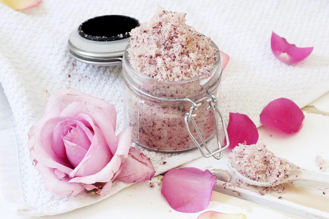 DIY Köperpeeling selber machen mit Rosen und Himalaya Salz - madmoisell