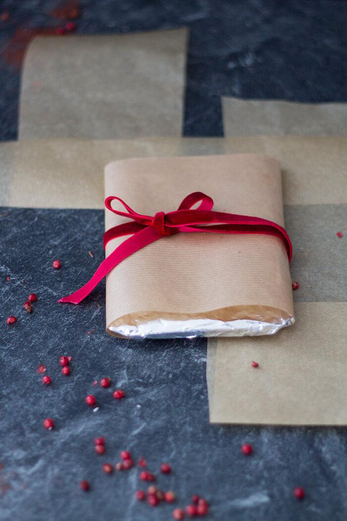 DIY Schokolade schön verpacken als weihnachtliches Mitbringsel