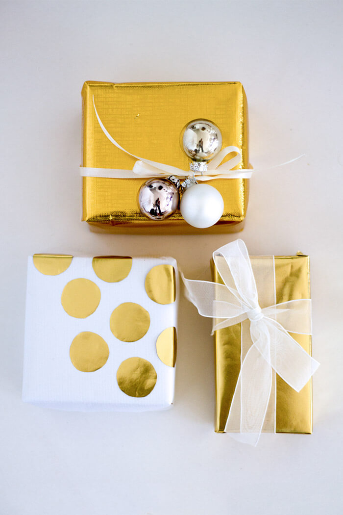 golende Geschenkverpackung mit Punkten - DIY Blog lindaloves