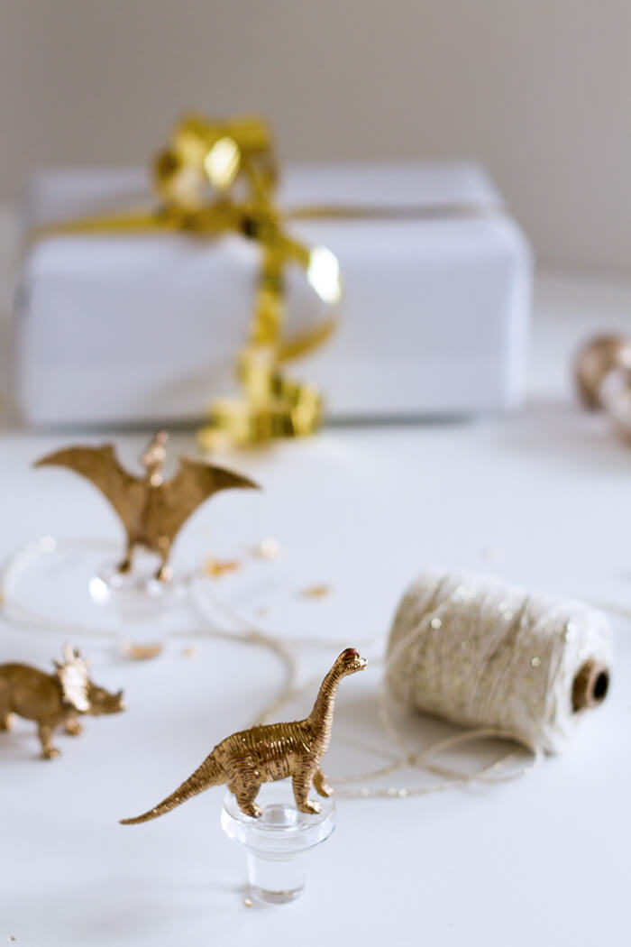 Weihnachtsgeschenk Korken DIY mit goldenen dinosaurieren - lindaloves.de DIY Blog aus Berlin