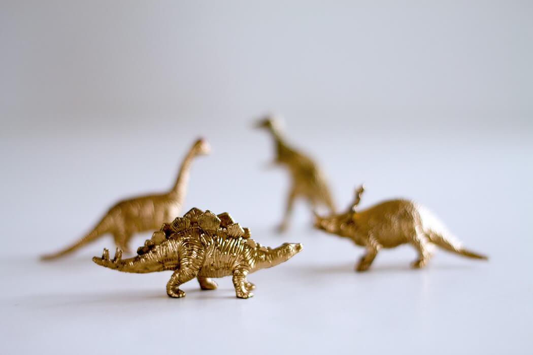 goldene Dinosaurier DIY Anleitung Weihnachtsgeschenk für ihn - lindaloves.de DIY Blog aus Beriln