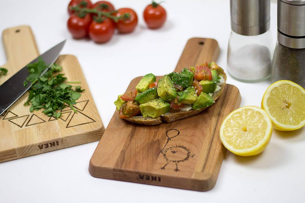 D I Y Holzbrettchen mit Avocadobrot mit Lötkolben gravieren - selbstgemachte Geschenkidee