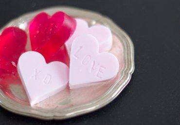 Seife selber machen in Herzform selber machen Muttertag - Kosmetik DIY - Muttertagsgeschenk basteln, Muttertag Geschenkideen, Muttertagsgeschenk Ideen