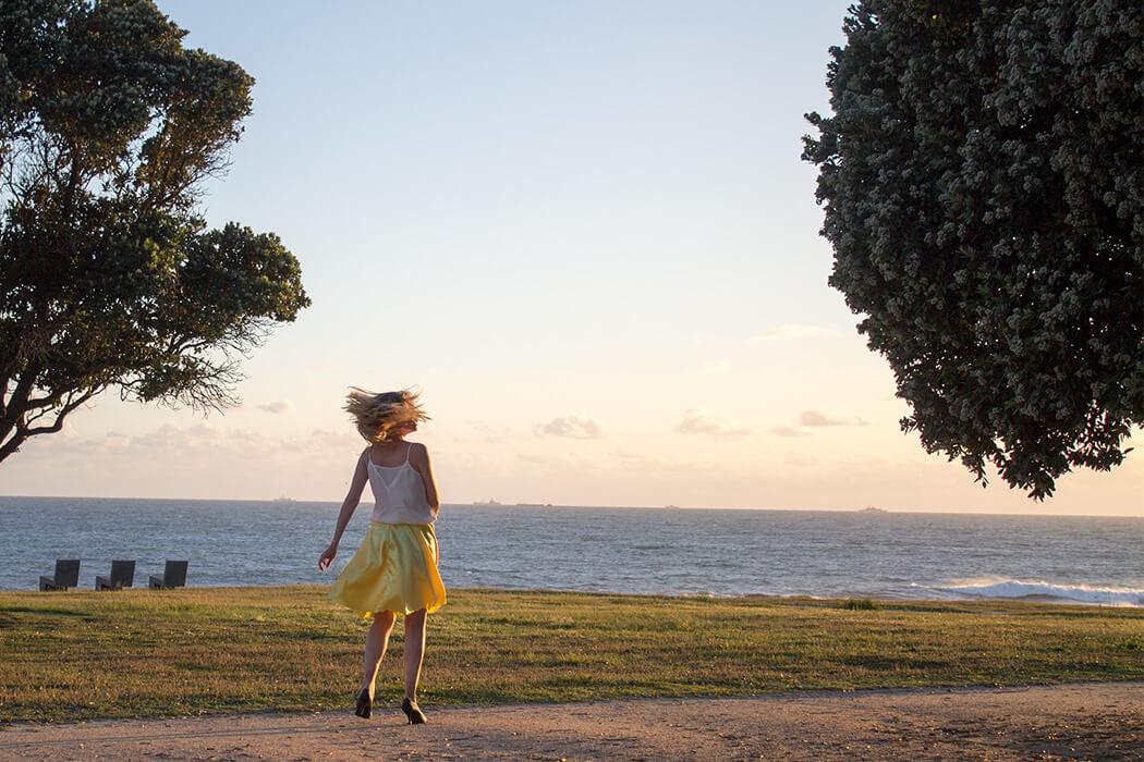 Dancing - LaLaLand Rock gelb - tanzend mit Ausblick - Do-it-yourself Blog lindaloves.de Nähanleitung