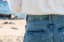 DIY Blog lindaloves - sticken lernen für Anfänger - Jeans mit Schriftzugbesticken