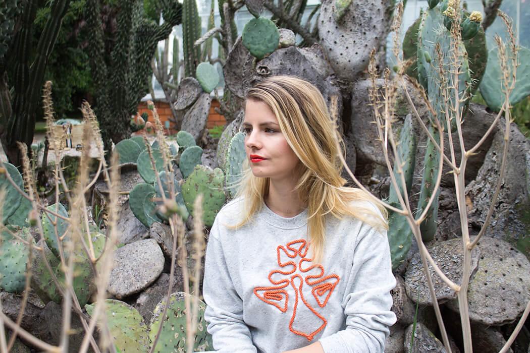 DIY Blog - sticken lernen für Anfänger - Kordel aufsticken - Pullover upcycling