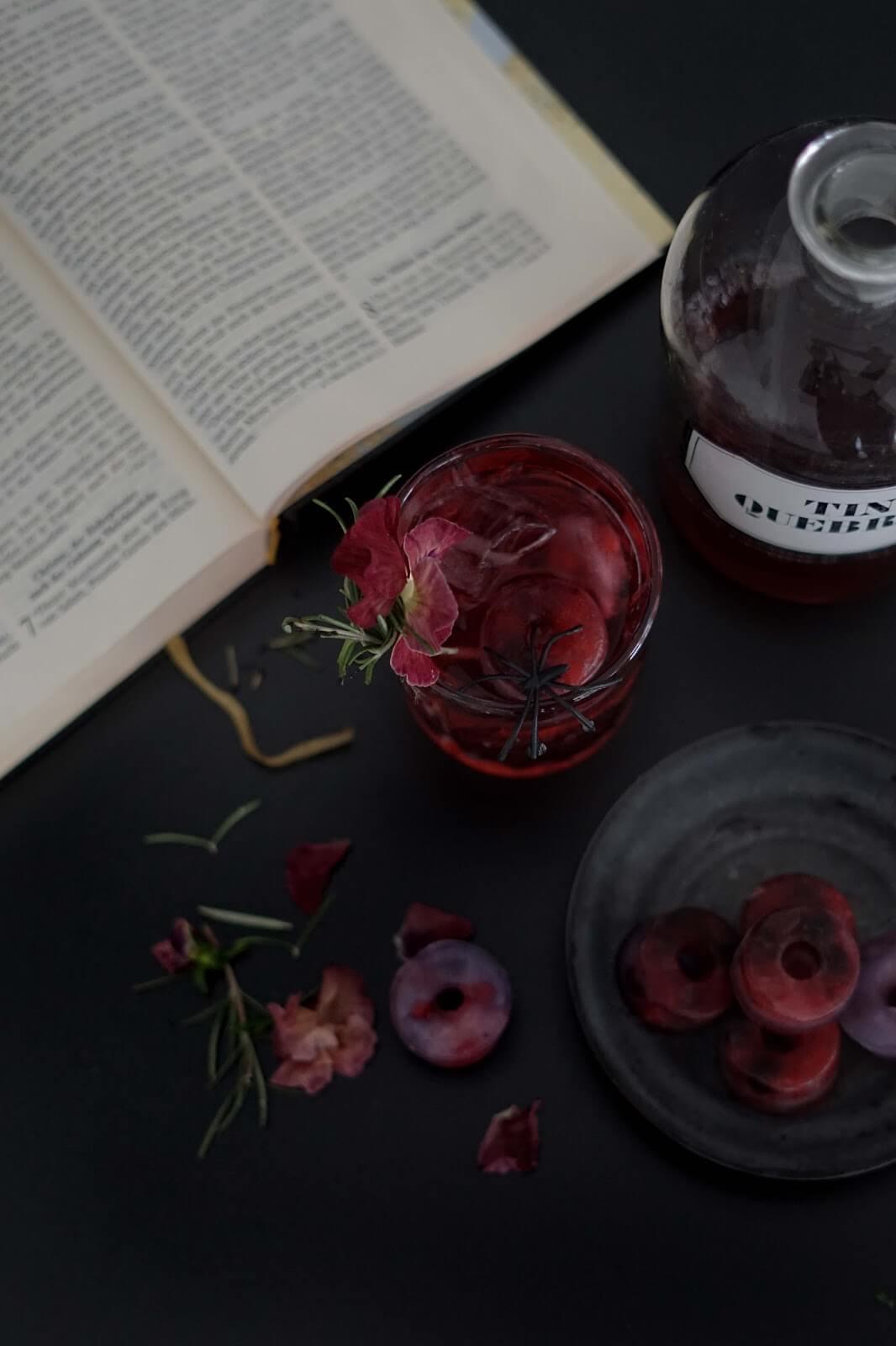 DIY Blog Stilreich Dekoart - Cocktailrezept Halloweeen - Spooky Drink mixen