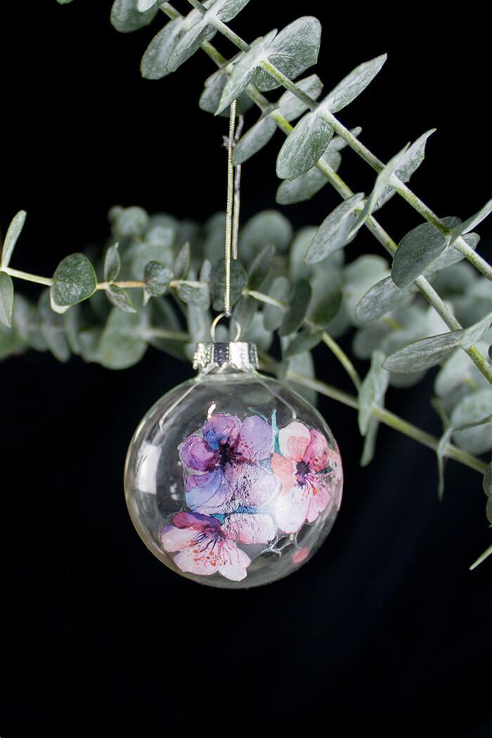 Christbaumkugeln Marmorieren.Diy Weihnachtsdeko Christbaumkugeln Verzieren