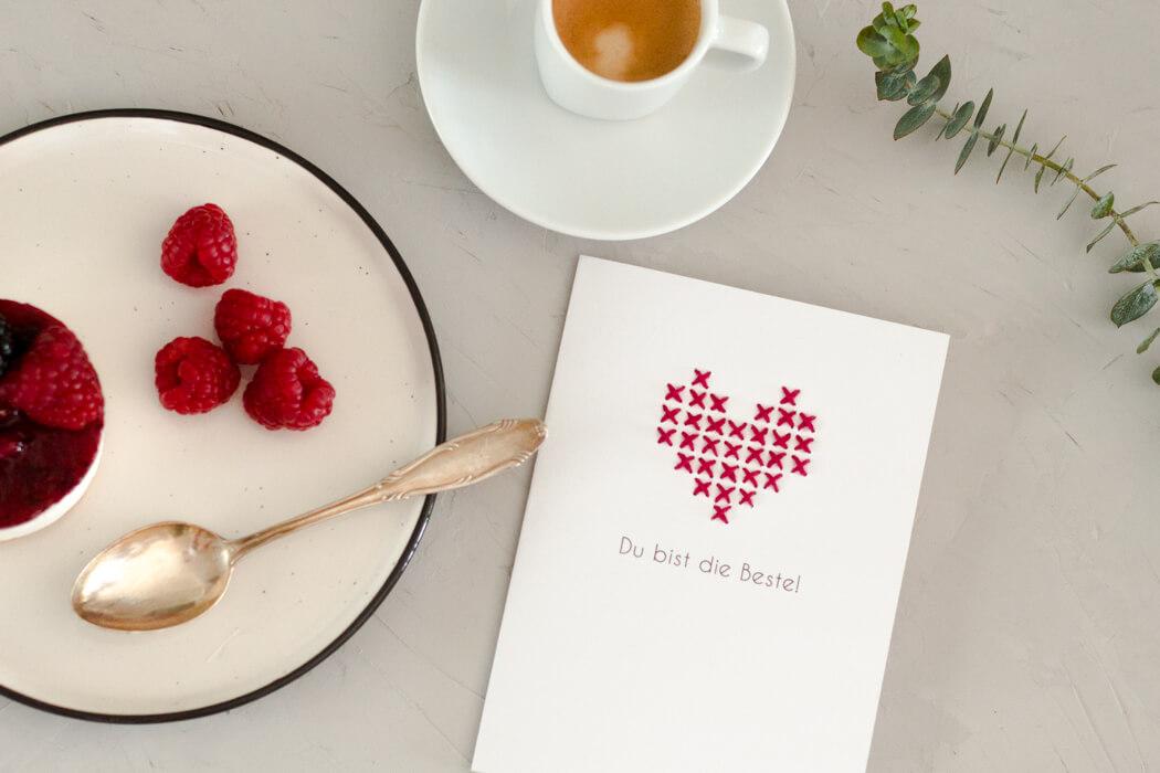 DIY Muttertagsgeschenk Liebeskarte Freundschaftskarte Karte basteln selber machen Kreuzstich Herz Blumen Muttertagsgeschenk DIY Blog