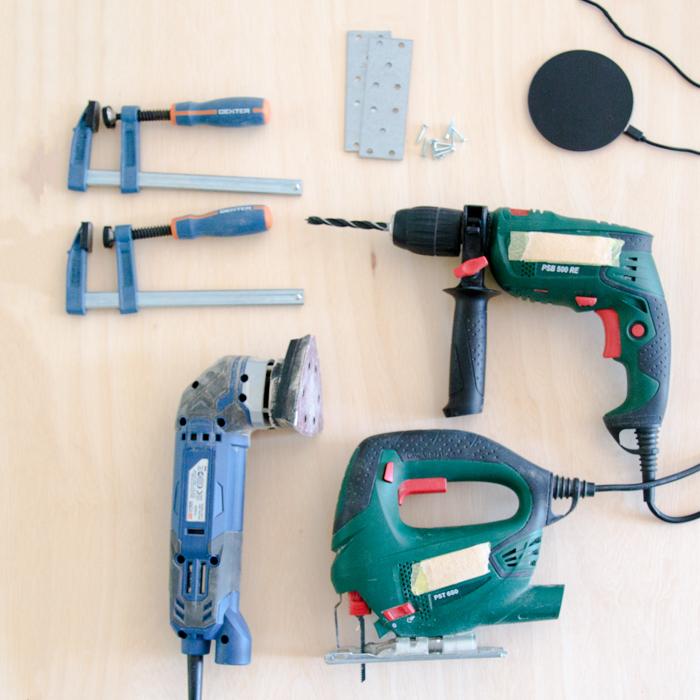 DIY Material Beistelltisch Bohrer Schleifgerät Schrauben Ladegrät - Anleitung Smart Table IKEA Hack