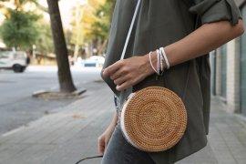 DIY Armbändchen knüpfen Freundschaftsbändchen basteln Geschenkidee Geschenk für die Freundin