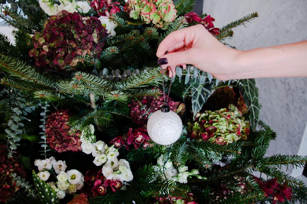 Weihnachtsbaum Natürlich.Weihnachtsbaum Mit Blumen Und Pflanzen Schmücken